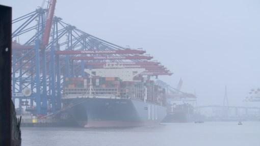 ZDFzoom <br> Piraten in Nadelstreifen – Wie Reeder, Banker und Politiker den Steuerzahler ausnehmen