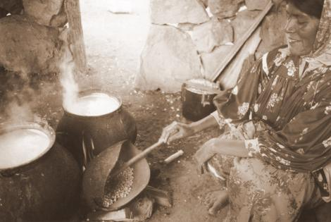 https://i1.wp.com/www.elboomeran.com/upload/fotos/blogs_entradas/cocinando_una_mujer_tarahumara_med.jpg
