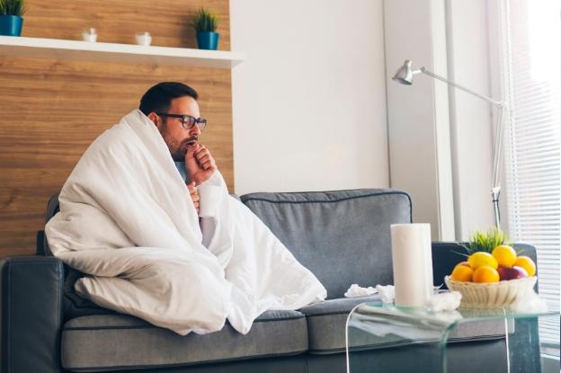 Si los síntomas persisten y la fiebre es alta, visita a tu médico.