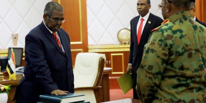 اخبار عربية .. السودان يعلن حكومة كفاءات وتجاوب محدود مع دعوة العصيان المدني