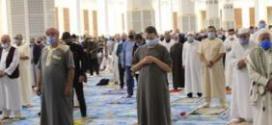 في ظل الامتثال للبروتوكول الصحي الجزائريون يؤدون صلاة العيد وتبون يهنىء