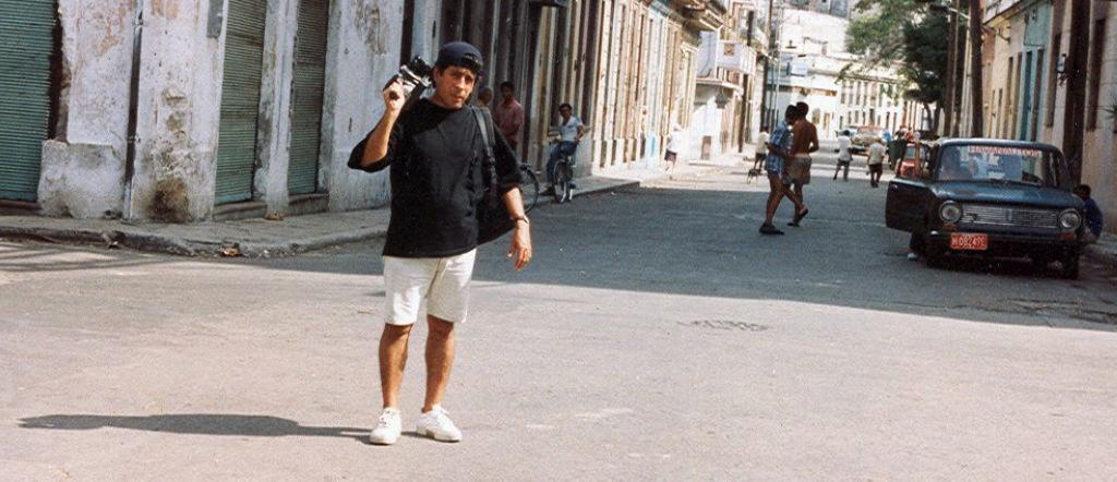 Rodando por La Habana con una camara de cuerda 16mm Bell& Howell Creo 1992