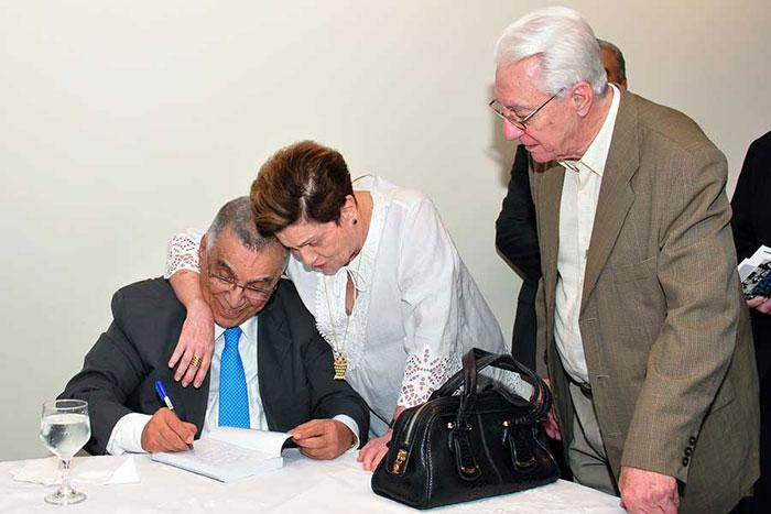 Elcio com Mariazinha e Lenildo Lucas no lançamento de Memórias do Meu Tempo