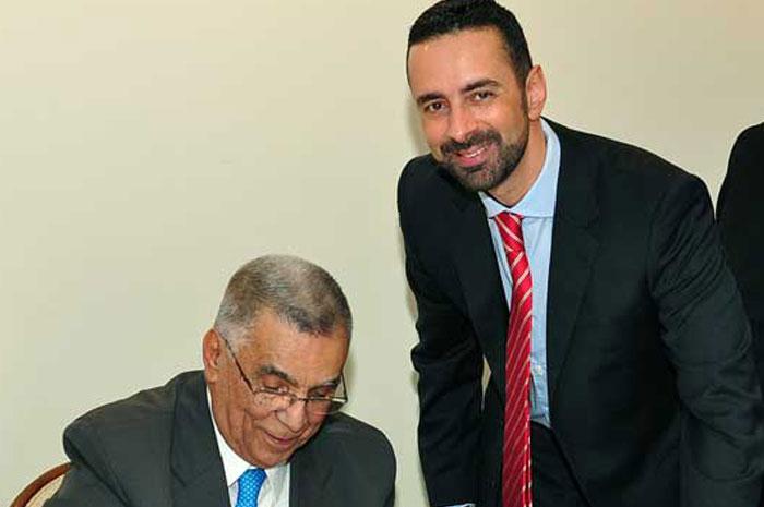 Elcio com o Conselheiro Rodrigo Chamoun, do Tribunal de Contas, no lançamento do seu livro de memórias