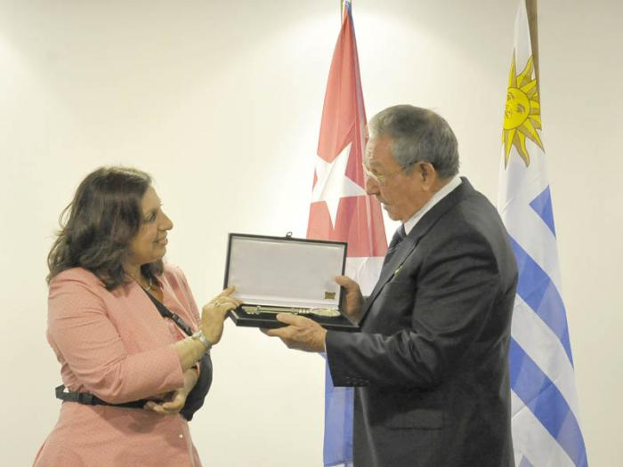 Raúl Castro recibe la Llave de la Ciudad de Montevideo