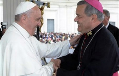 Escándalo: Papa Francisco sale en defensa de Obispo Barros y asegura que ataques en su contra son «calumnias»