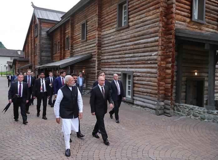 Modi y Putin recorren Sochi