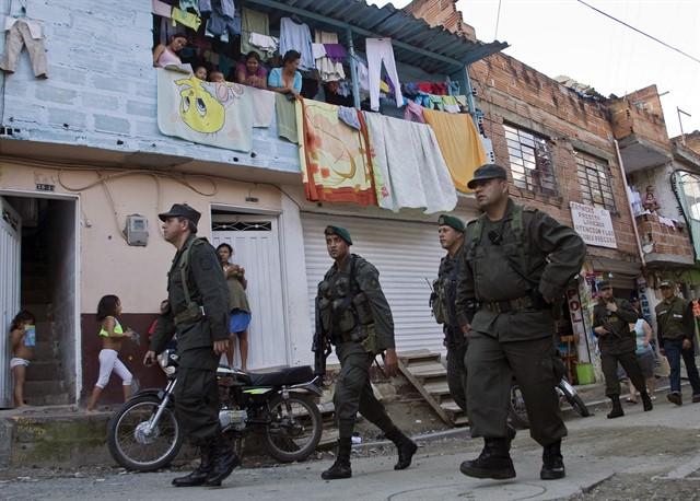 militarización de las comunas es una polemica