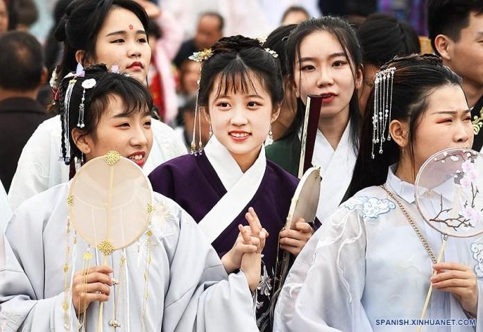Muchos jóvenes en China incluso quieren promover la aceptación del «Hanfu» como moda convencional. Foto: Spanish Xinhuanet.com.