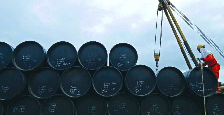 México recortará la producción y «cerrará la válvula» de explotación de nuevos pozos ante la caída de los precios