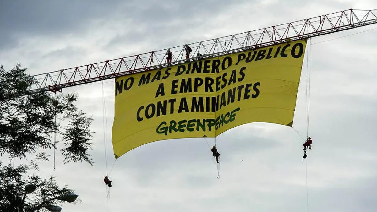 España: Greenpeace protesta por subvención a empresas contaminantes