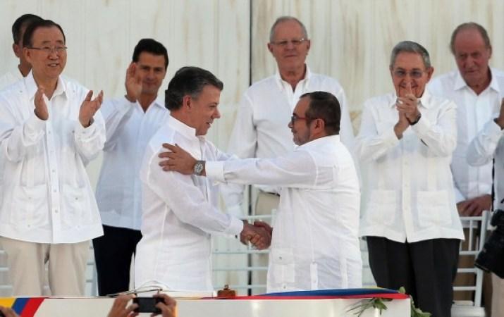 El proceso de paz liderado por el presidente Juan Manuel Santos y Timochenko es considerado para el Nobel de la Paz. FOTO AP