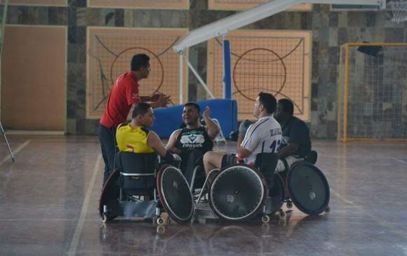 Los jugadores del rugby en silla de ruedas deben tener una discapacidad total o parcial en ambas extremidades. FOTO Cortesía