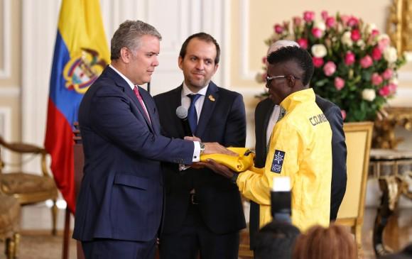El boxeador Yuberjen Martínez será el segundo abanderado de la delegación, esto por si la atleta no llega estar disponible en la inauguración. FOTO COLPRENSA