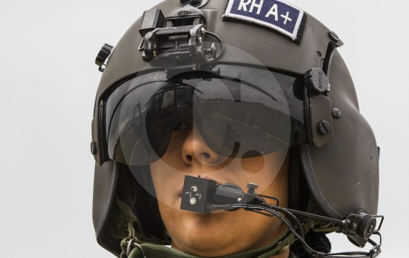 A sus 28 años, y tras realizar cursos durante 12 años, la capitana Charry se graduó como piloto de UH-60.