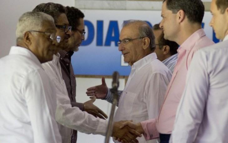 El Gobierno y las Farc lograron cerrar el punto sobre las víctimas del conflicto, incluido lo relativo al sistema de justicia transicional, y este martes anunciarán ese acuerdo. FOTO ARCHIVO