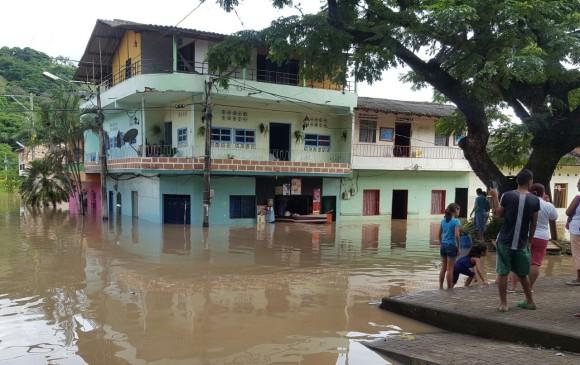 Inundaciones en Bolombolo. FOTO CORTESÍA
