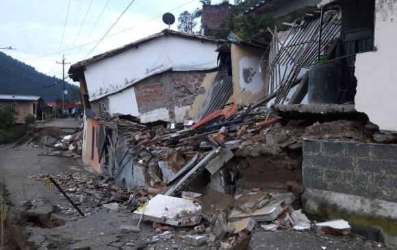 Las casas que colapsaron ya habían sido evacuadas. FOTO CORTESÍA