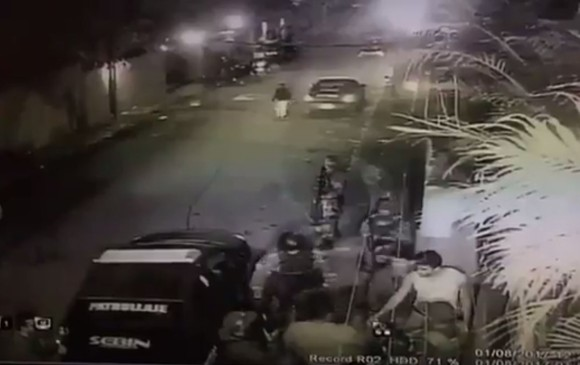 Fotograma del video de la captura de Leopoldo López difundido por Twitter por Lilian Tintori.
