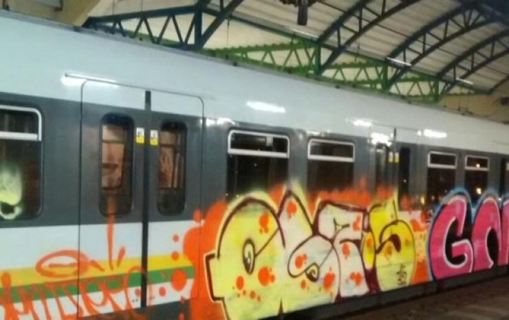 El alcalde Federico Gutiérrez, se refirió este lunes al incidente ocurrido en la madrugada del pasado domingo cuando personas desconocidas pintaron con grafitis un vagón del Metro. FOTO @YoAmoamedellin