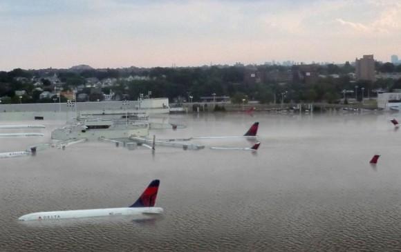 Simulación de cómo se vería el aeropuerto de LaGuardia, en Nueva York, si el nivel del mar sube 7,62 metros. FOTO NICKOLAY LAMM