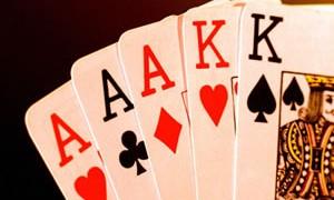 Que gana en poker full o escalera