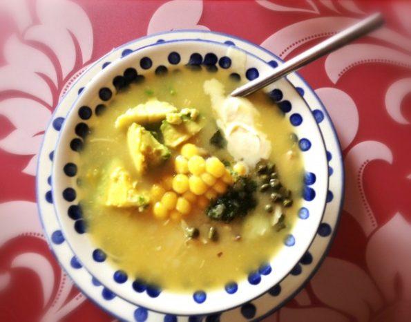 Receta el Ajiaco: Si bien como en todas las recetas colombianas, se puede decir que hay una versión casi que por familia, esta es la receta tradicional de mi casa, por la cual mi mamá Julia, fue famosa. Les comparto el secreto familiar, buen provecho