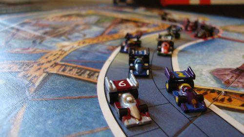 Fuente:BGG.com Los coches pueden ser pintados para imitar a tus escuderías favoritas