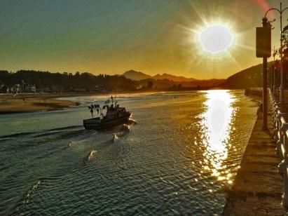 barca-saliendo-de-ria-ribadesella
