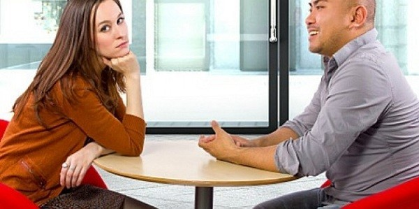 woman-not-listening-to-man