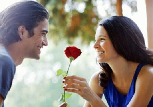 20 WAYS YOU CAN BE A ROMANTIC WOMAN TO THE MAN YOU LOVE