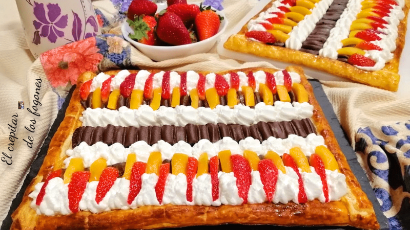 HOJALDRE DE FRUTAS CON CHOCOLATE Y CHANTILLY
