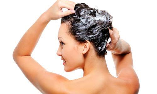 Mascarillas que podéis hacer fácilmente en casa y que ayudarán a mantener sano y fuerte el pelo