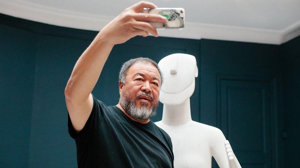 Ο Άι Γουέι Γουέι στην έκθεση του «Ai Weiwei at Cycladic» στο Μουσείο Κυκλαδικής Τέχνης