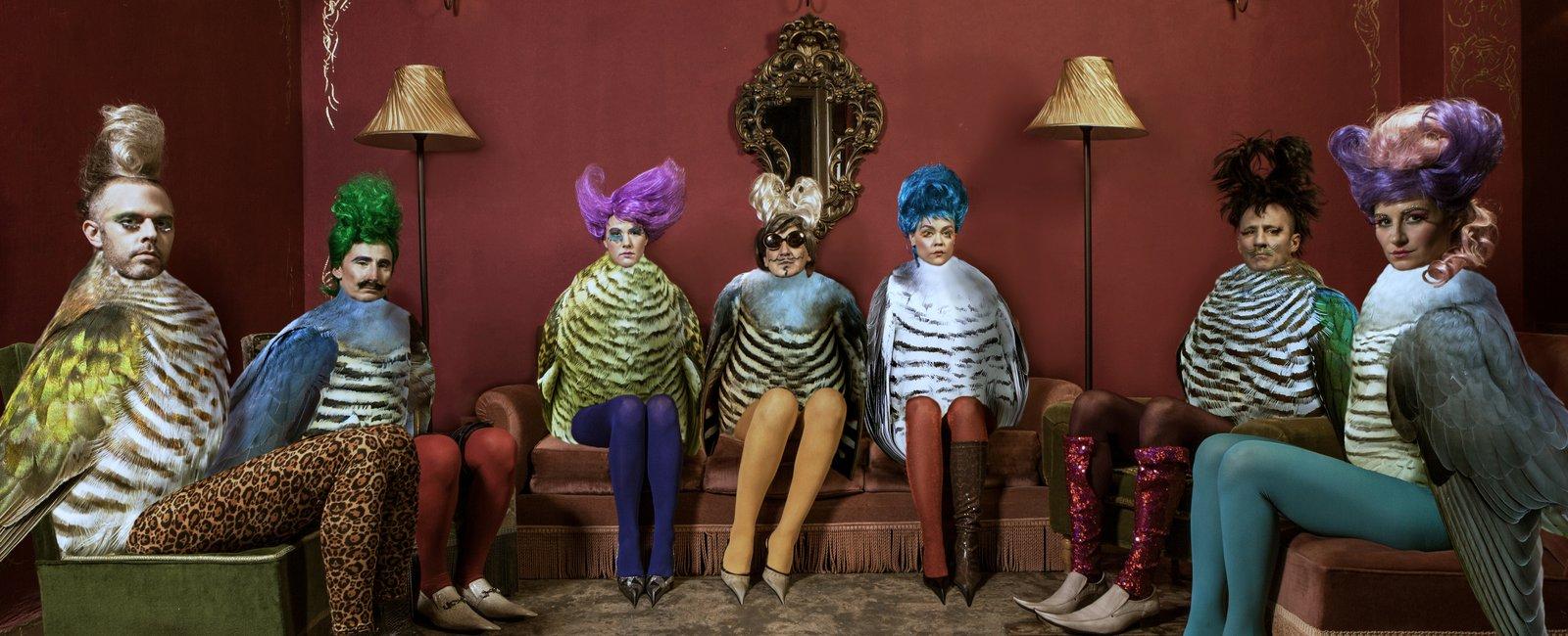 Από την παράσταση «Τρειςευτυχισμένοι» σε σκηνοθεσία Γιάννη Χουβαρδά