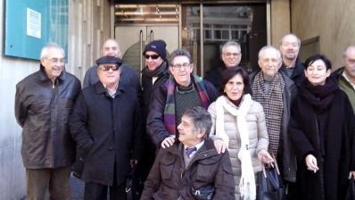 El grupo de valencianos a las puertas del consulado argentino