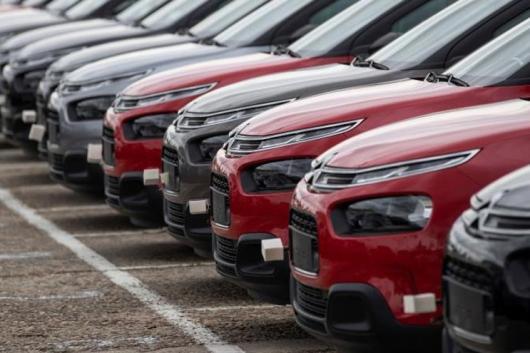 Las fábricas de coches siguen sin estar al 100 % a la espera de un repunte de la demanda