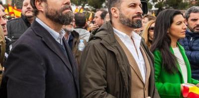 Iván Espinosa de los Monteros (i), Santiago Abascal, Rocío Monasterio, en la manifestación del 11/2/19