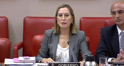 La entonces ministra de Fomento, Ana Pastor, anunciando en el Congreso la auditoría ferroviaria el 9 de agosto de 2013