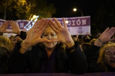 Mujer durante las protestas en contra de la violencia machista en Madrid