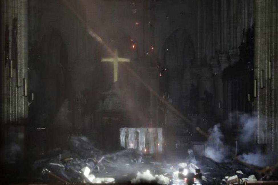 Vista interior de la catedral de Notre Dame este lunes, en París (Francia)