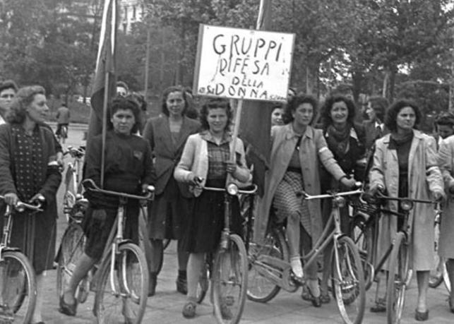 """La bicicleta, el vehículo en el cual las """"staffette"""" partisanas transportaban armas de la montaña a la ciudad."""