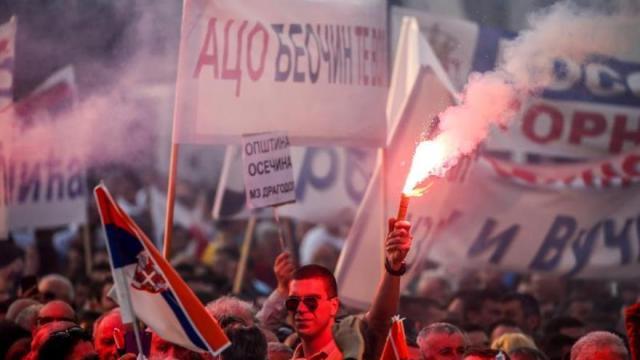 Unos 150.000 serbios se manifiestan en apoyo al presidente Vucic en Belgrado