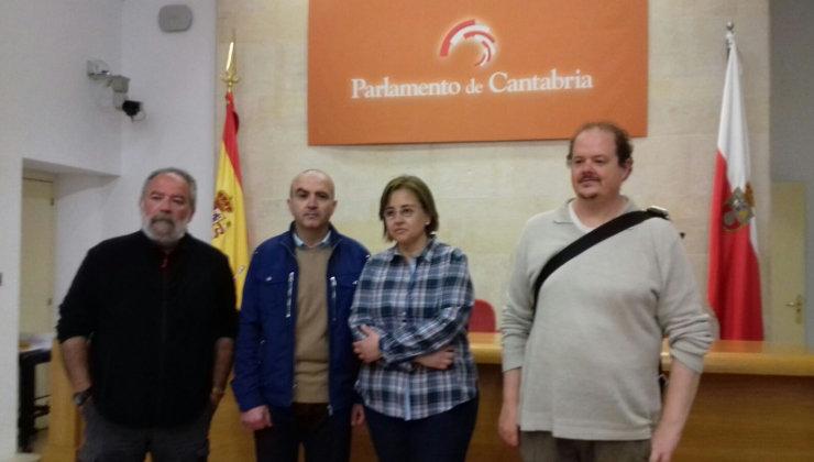 Francisco Mañas y Carolina Hernaiz, flanqueados por mariano Calvo y Emmanuel Gimeno, miembros de Desemoriados | edc