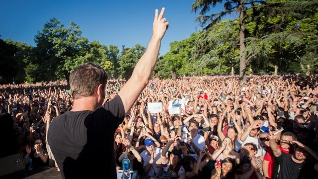 20 de diciembre de 2015. El diputado, Axel Kicillof, estuvo la tarde del domingo en Parque Centeario donde dio una charla ante miles de personas. Foto: Mariano Sand‡