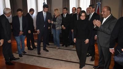 Macri sienta a los gobernadores para pedirles avanzar con las reformas