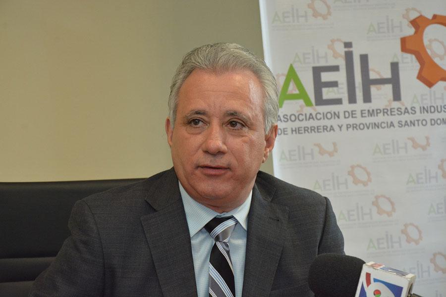 Resultado de imagen para presidente de la Asociación de Empresas Industriales de Herrera y Provincia Santo Domingo (AEIH), Antonio Taveras Guzmán,