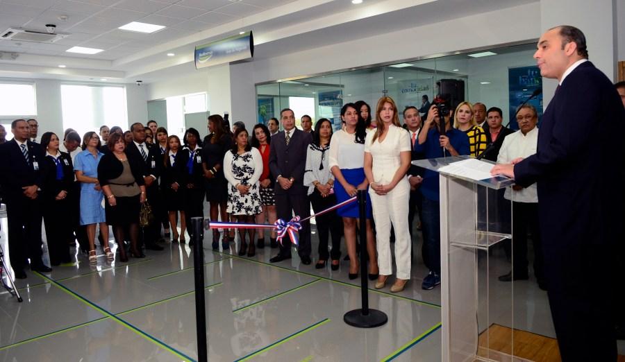 Banreservas inaugura oficina en merca santo domingo for Banco espirito santo oficinas