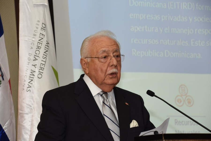 el ministro antonio isa conde en la presentación del portal eiti
