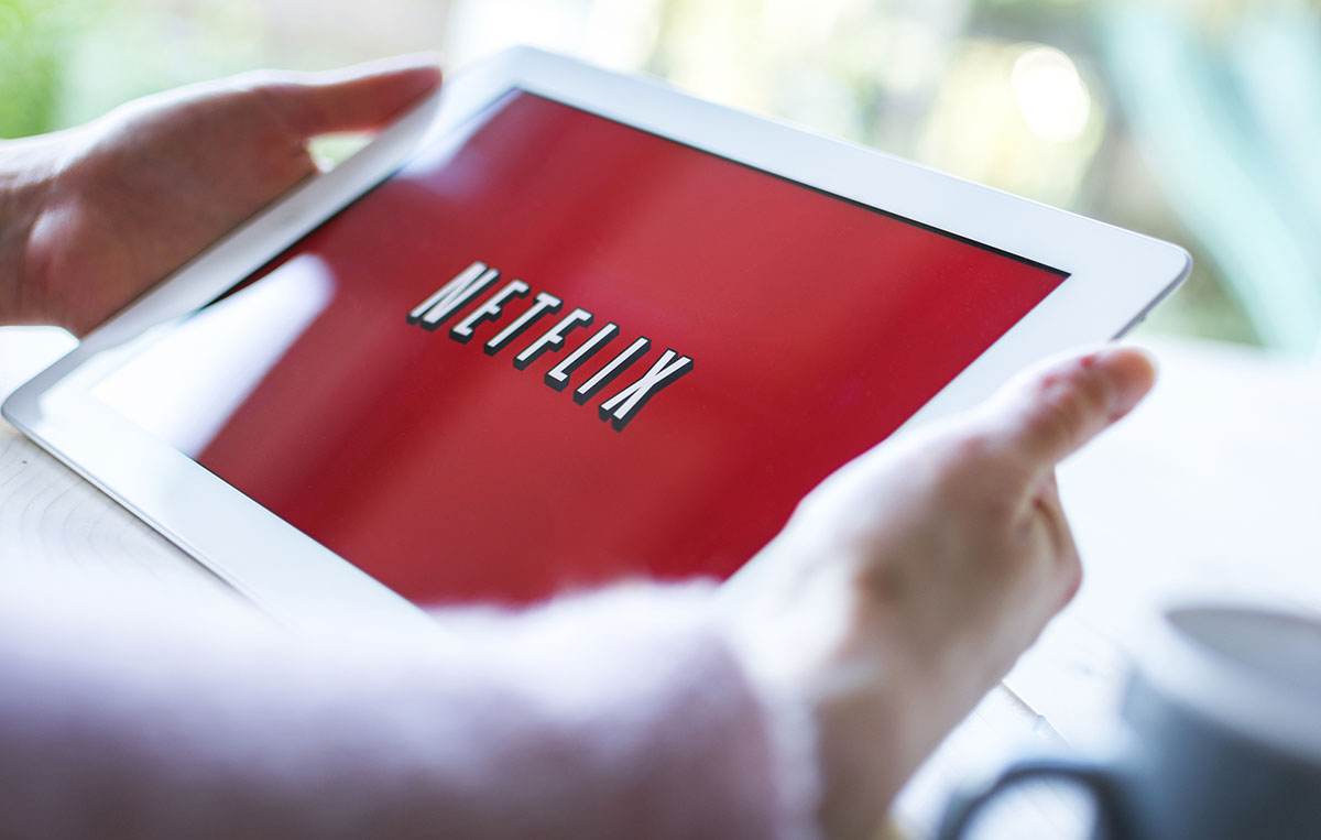 Acciones de Netflix se disparan mientras supera los 100 millones de suscriptores